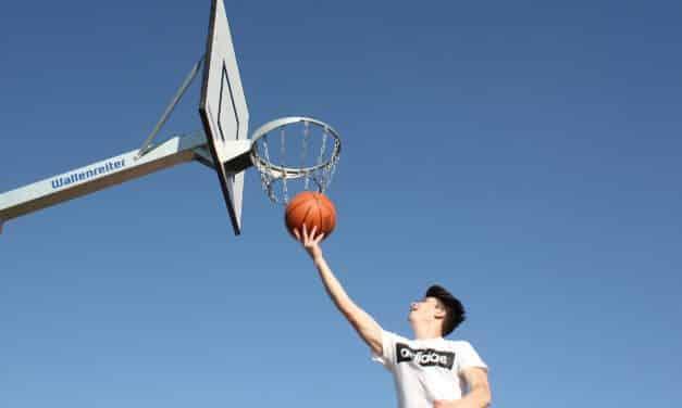 Double pas basket : Le tir en course et ses règles d'apprentissage